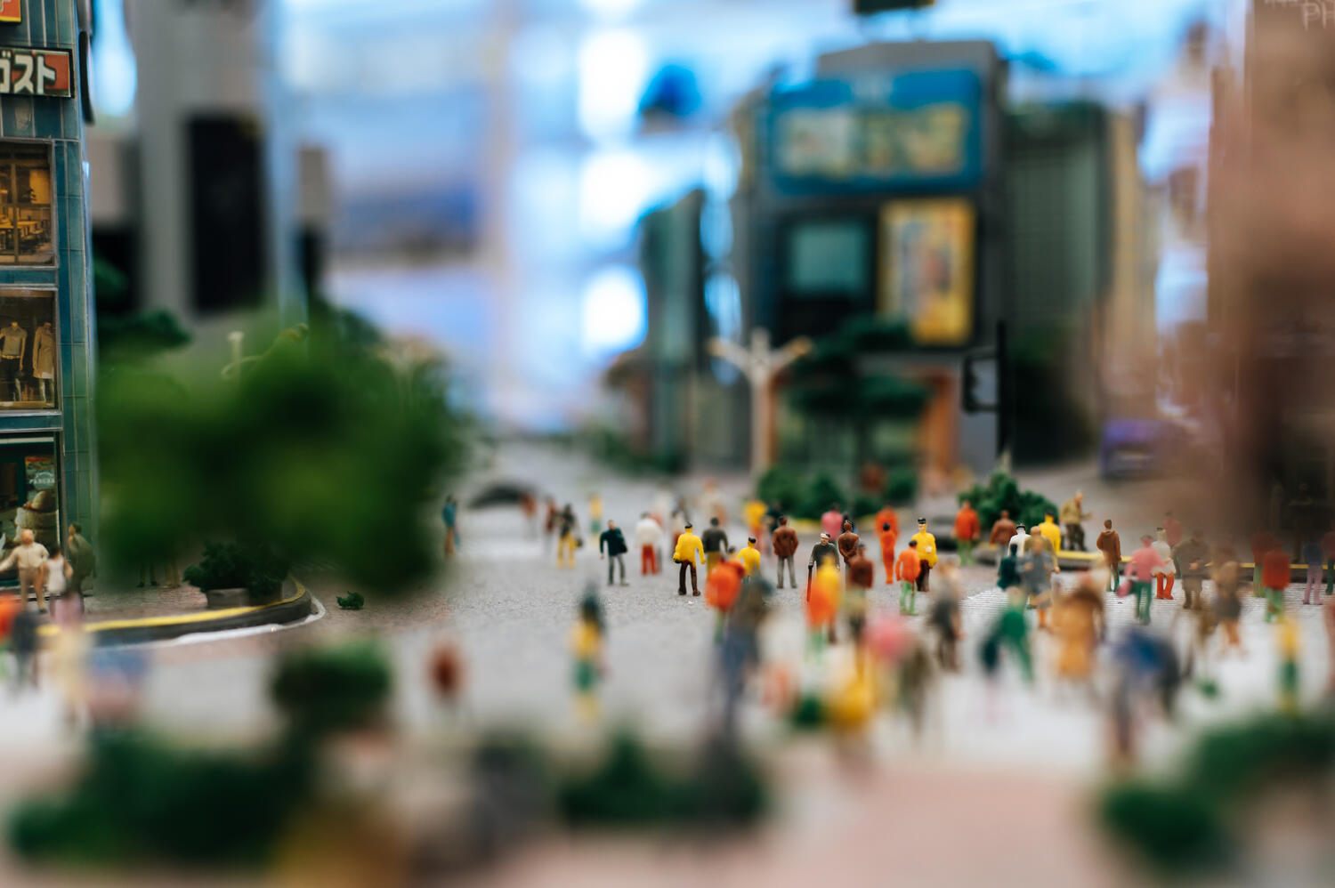small-people-small-people-walk-many-streets