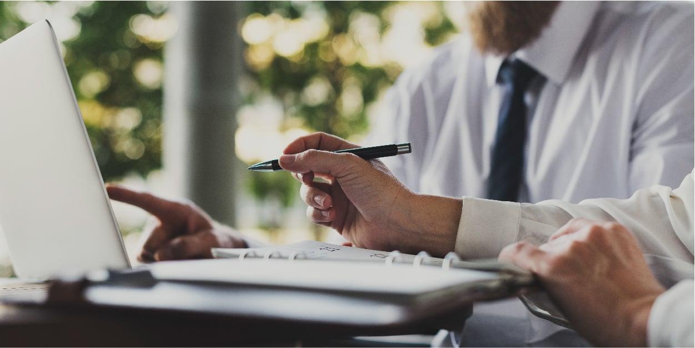 business-people-working-using-laptop_Blog